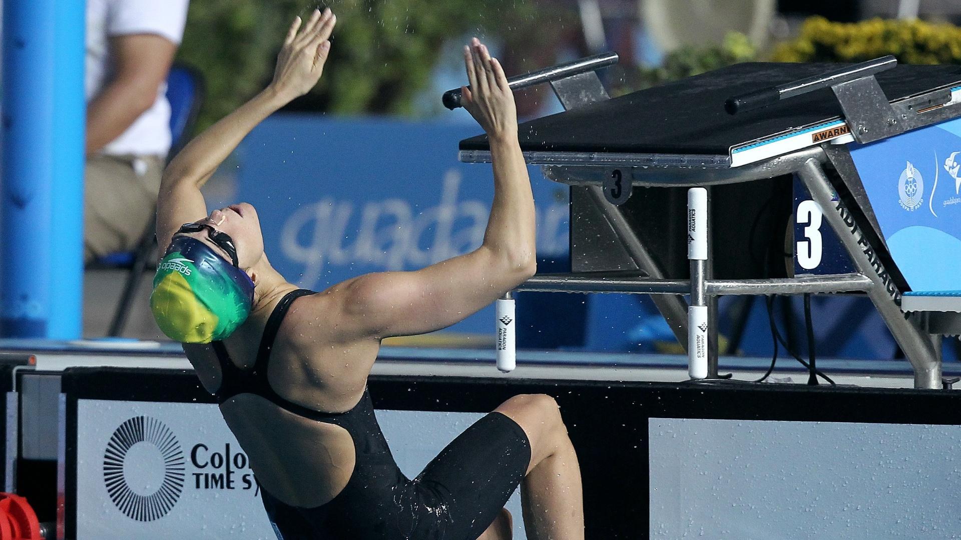 Fernanda Alvarenga ficou com a última vaga para a final dos 200 m costas (20/10/2011)