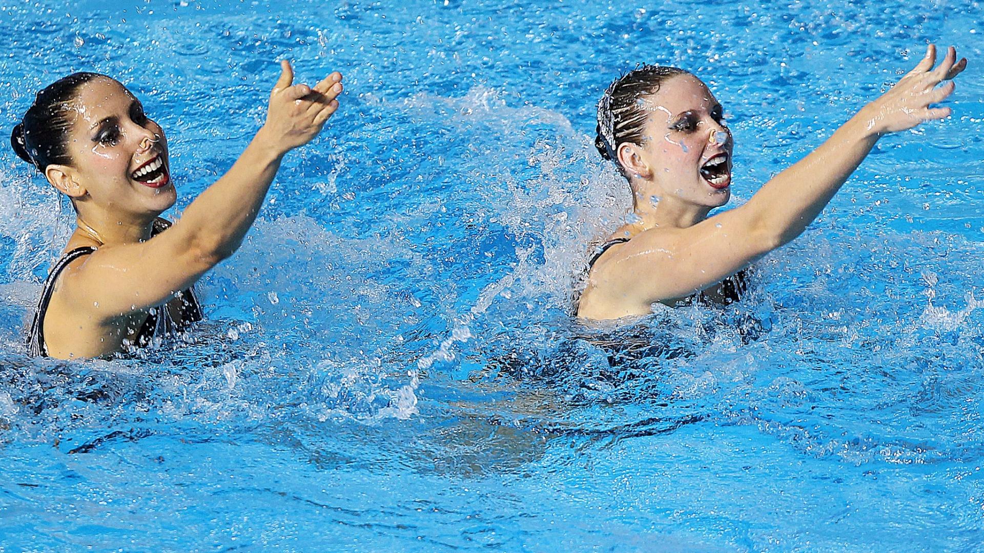 Lara Teixeira e Nayara Figueira receberam dos juízes nota 88,913 na apresentação livre do nado sincronizado (20/10/2011)
