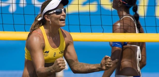 Larissa comemora ponto na vitória ao lado de Juliana sobre a dupla de Porto Rico