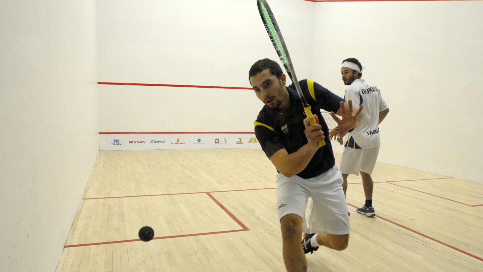 O Brasil, de Vinícius Rodrigues, bateu a Colômbia nas quartas da disputa por equipes do squash e garantiu no mínimo o bronze em Guadalajara (20/10/2011)