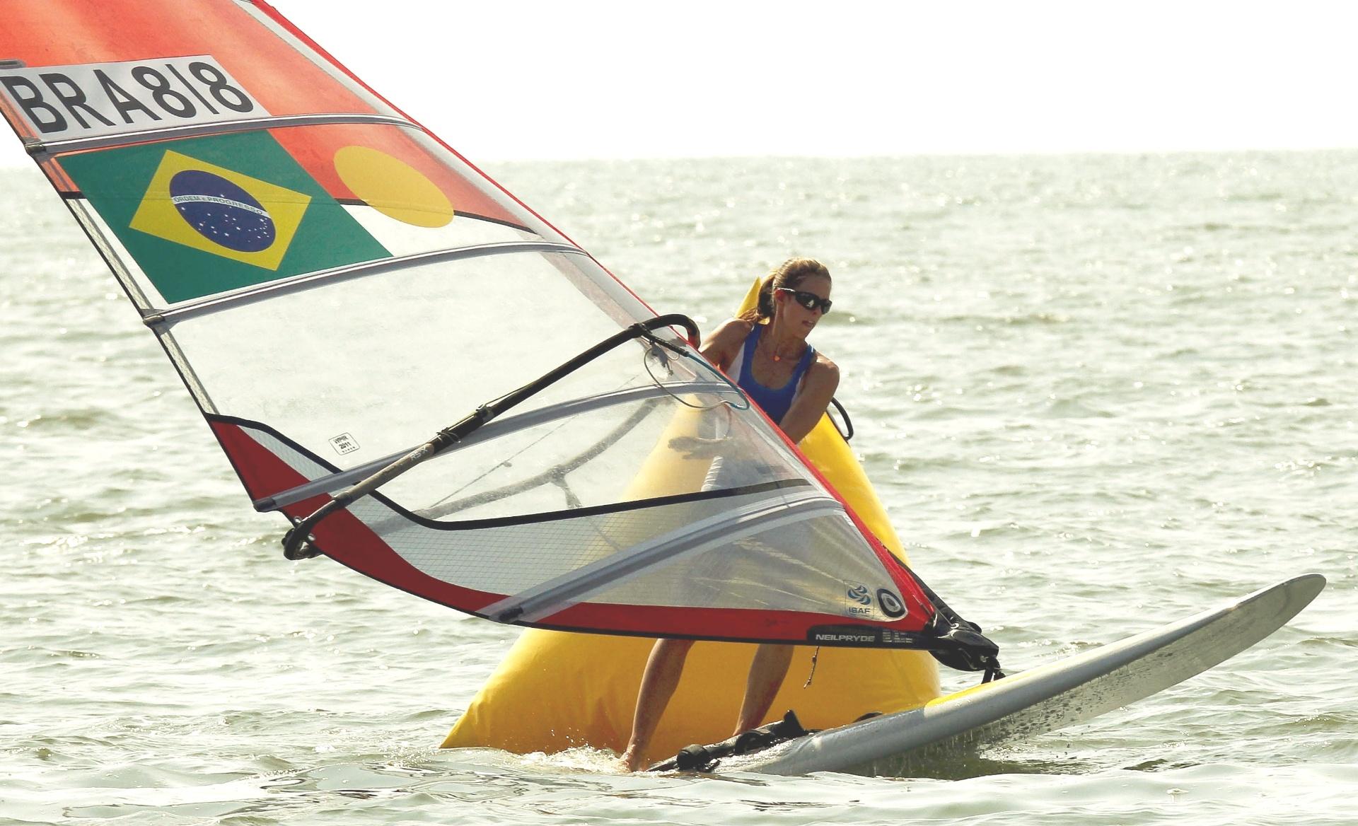 Patrícia Freitas segue na liderança da classe RS-X após seis regatas