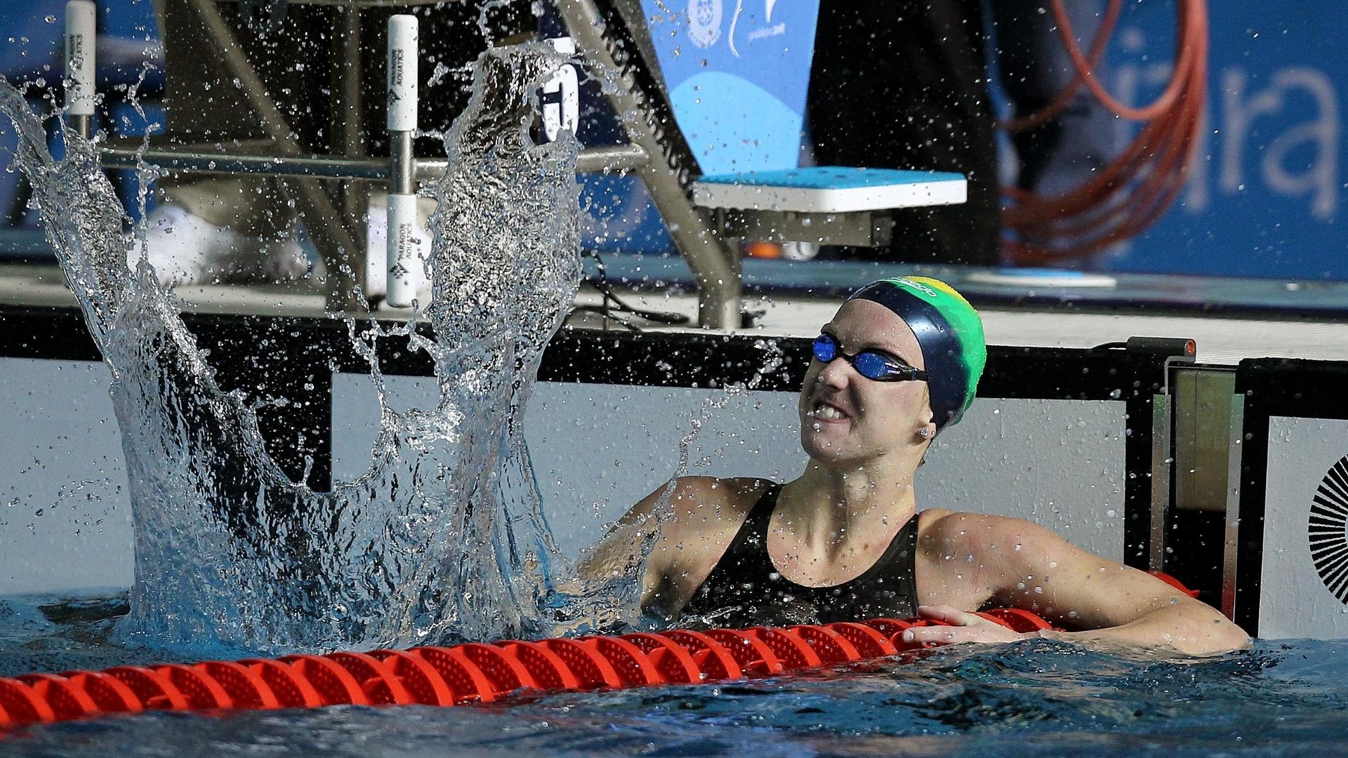 A brasileira Gracielle Herman comemora após fazer o melhor tempo nas eliminatórias dos 50 m livre (21/10/2011)