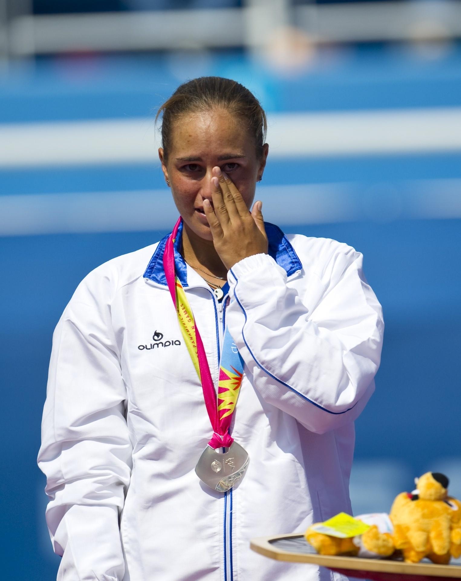 A tenista Monica Puig, de Porto Rico, chora após ficar com a medalha de prata em Guadalajara (21/10/2011)