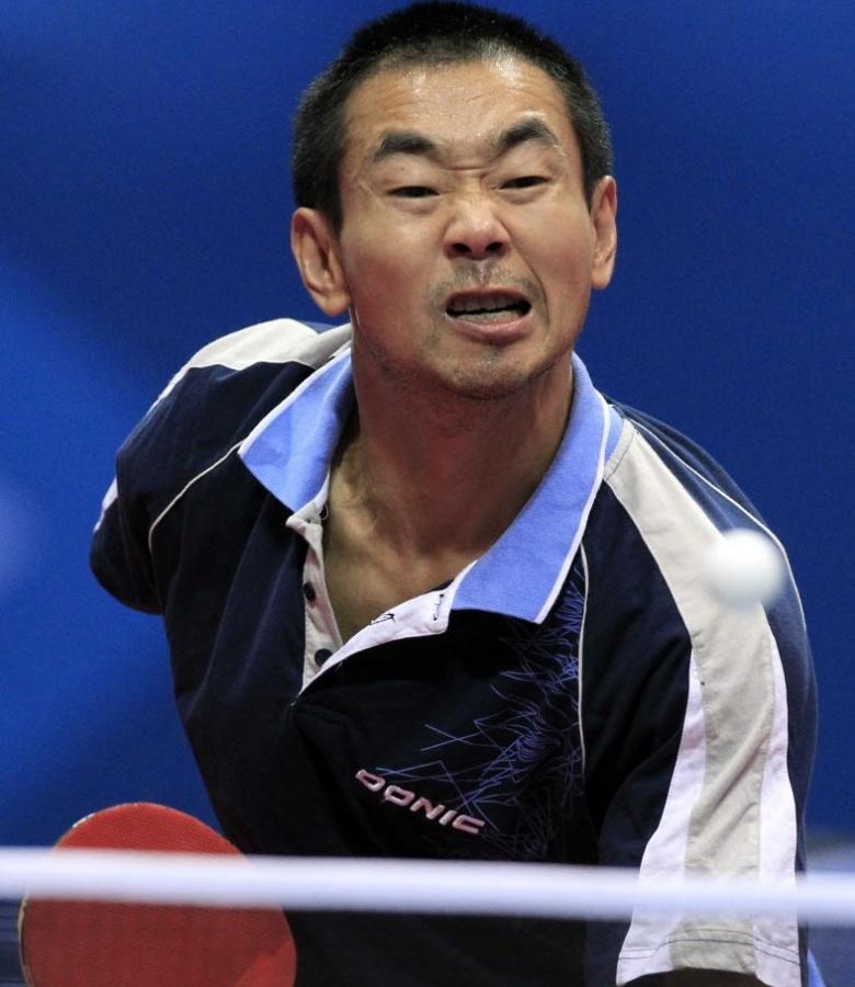 Argentino Liu Song faz careta diante do mexicano Marcos Madrid na disputa do tênis de mesa no Pan (20/10/2011)