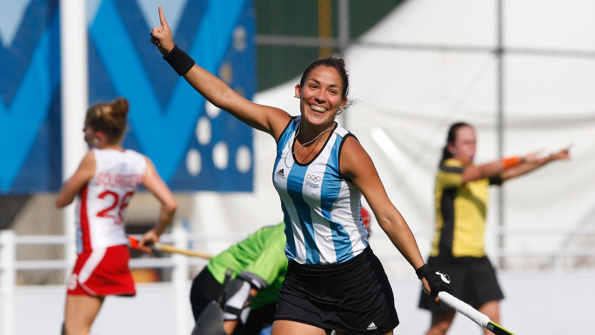 Augustina Garcia celebra gol contra a equipe do Canadá, no hóquei na grama (21/10/2011)