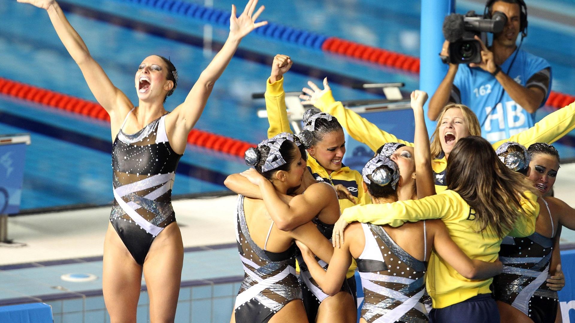 Brasileiras festejam o bronze no nado sincronizado por equipes em Guadalajara (21/10/2011)