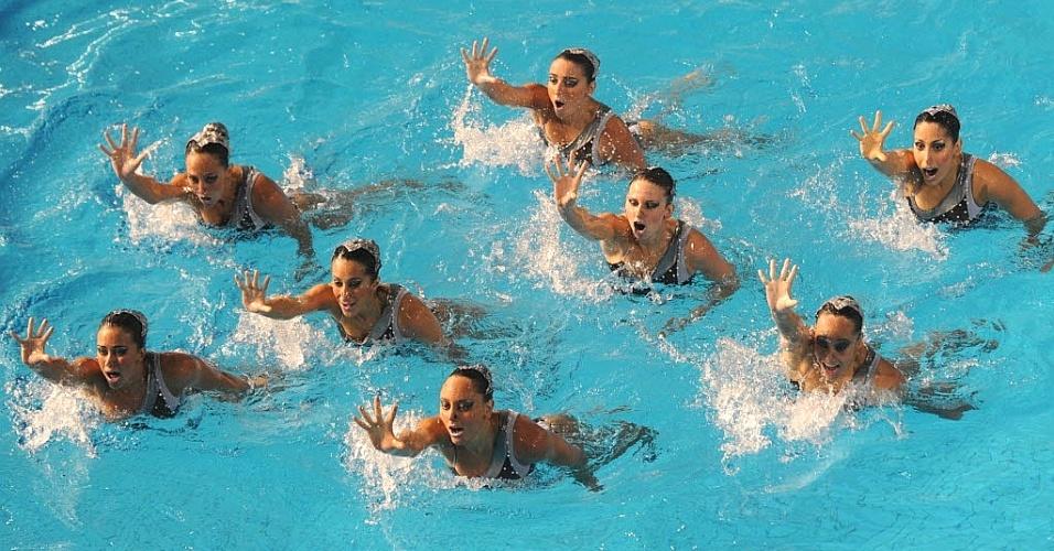 Brasileiras realizam a apresentação da rotina livre, para conquistar o bronze por equipes no nado sincronizado