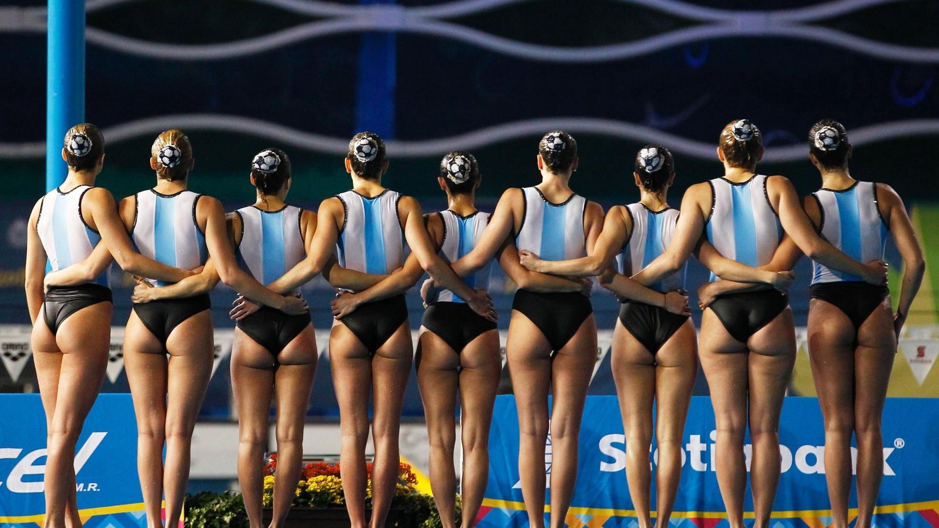 Equipe Argentina de nado sincronizado aguarda a nota dos juízes depois da apresentação em Guadalajara