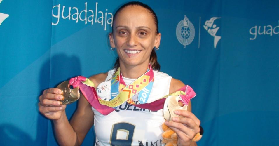 Fabi com duas medalhas de ouro conquistadas no Pan: uma sua e outra de Jaqueline