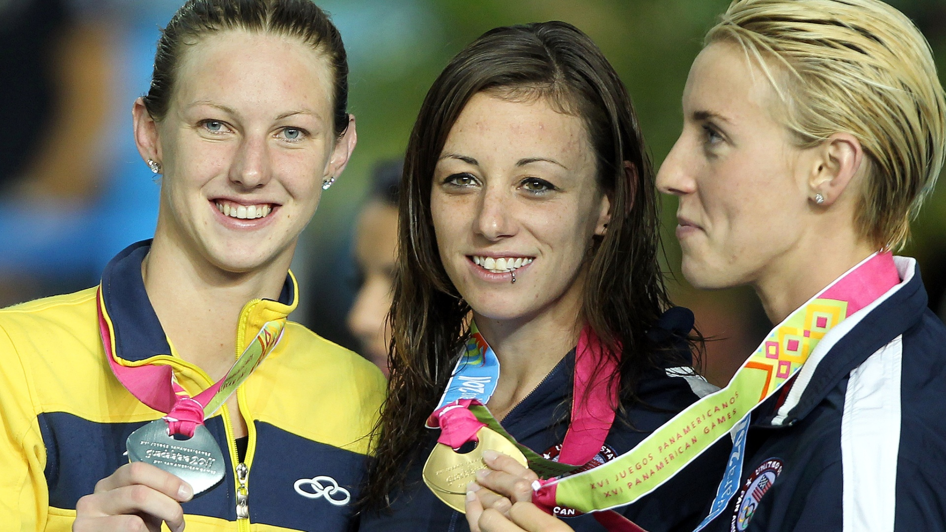 Gracielle Hermann comemora a prata nos 50 m livre no Pan de Guadalajara (21/10/2011)