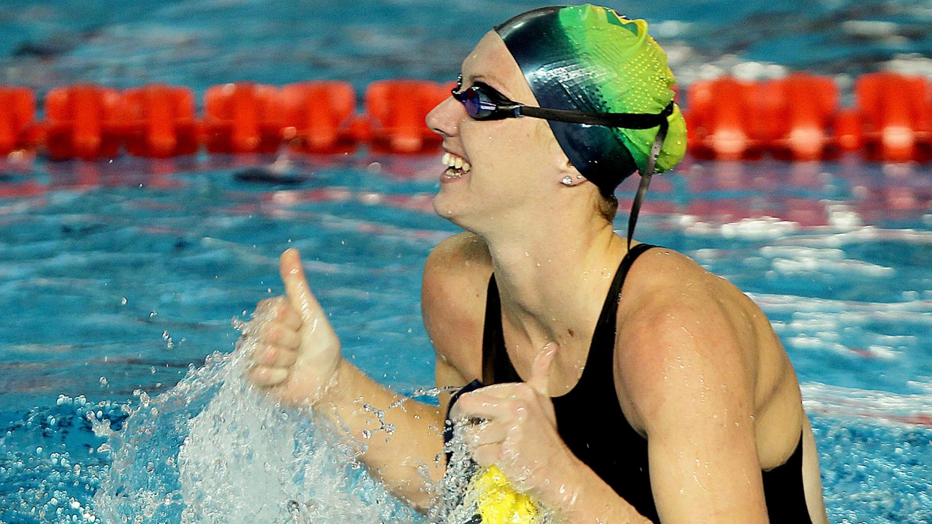 Gracielle Hermann surpreendeu e ficou com a prata nos 50 m livre, com o tempo de 25s23 (21/10/2011)