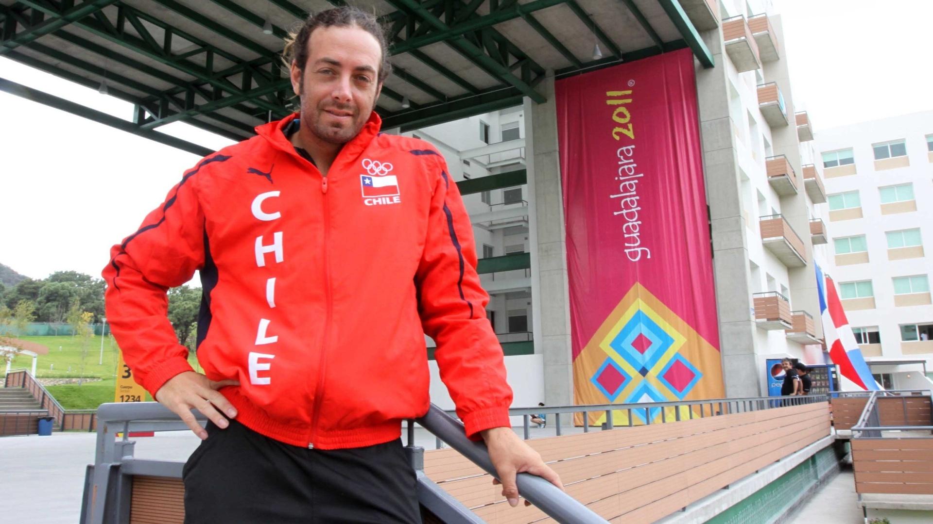 Nicolás Massú posa para fotos antes do início do torneio de tênis do Pan de Guadalajara