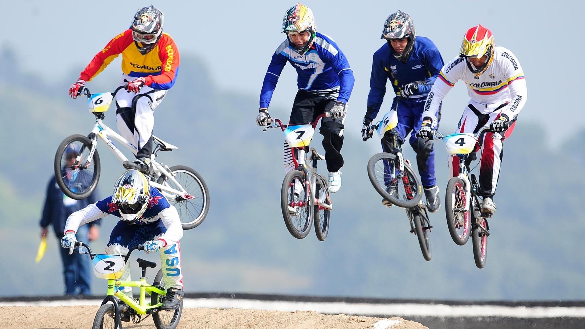 Renato Rezende (bicicleta nº 5) terminou a final do BMX em 36s26 e acabou na 5ª colocação (21/10/2011)