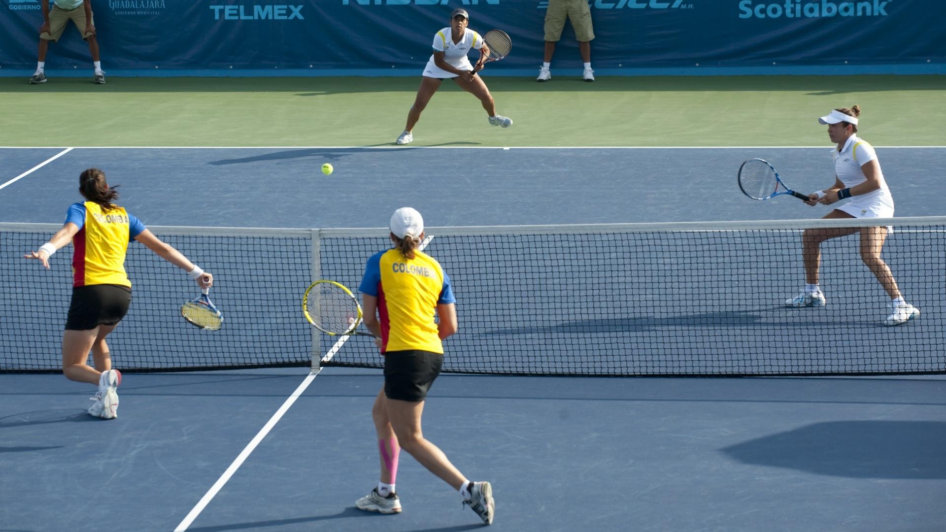 Vivian Segnini e Teliana Pereira, perdem a disputa do terceiro lugar do tênis contra dupla colombiana no Pan de Guadalajara (21/10/2011)