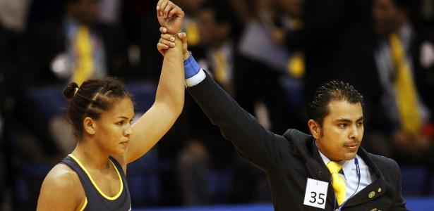 Aline Ferreira vai disputar a medalha de ouro na luta olímpica, categoria até 72 kg