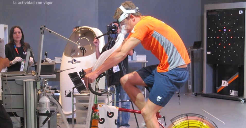 César Cielo faz exercícios após encerrar sua participação nos Jogos de Guadalajara