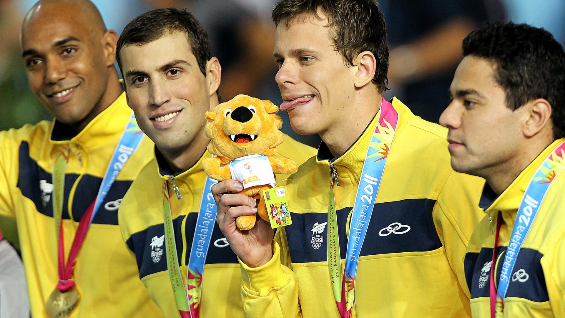 Cesar Cielo mostra a língua na comemoração do ouro nos 4x100m medley, fechahdo a natação no Pan-2011 (21/10/2011)'