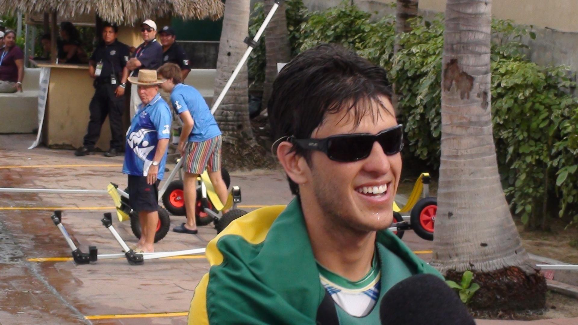Matheus Dellagnelo, da Sunfish, dá entrevista após garantir o ouro na vela