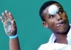 Torcida embalada por Chaves e 'mão-raquete' brilham no esporte mais bizarro do Pan