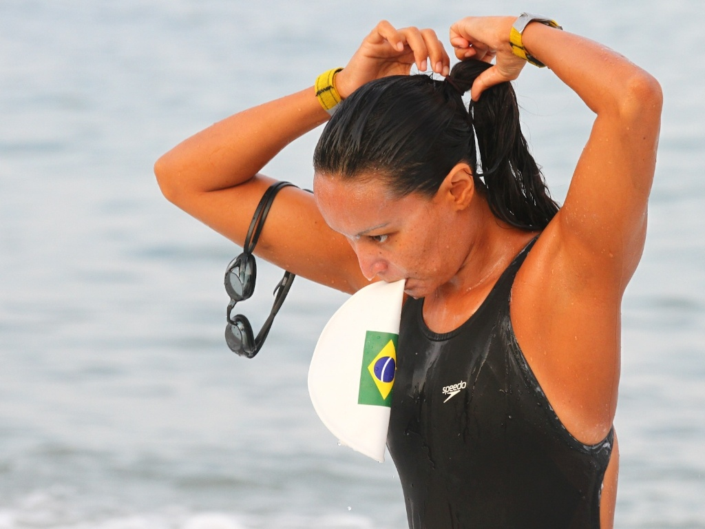 Poliana Okimoto se prepara para a disputa da maratona aquática no Pan de Guadalajara (22/10/2011)