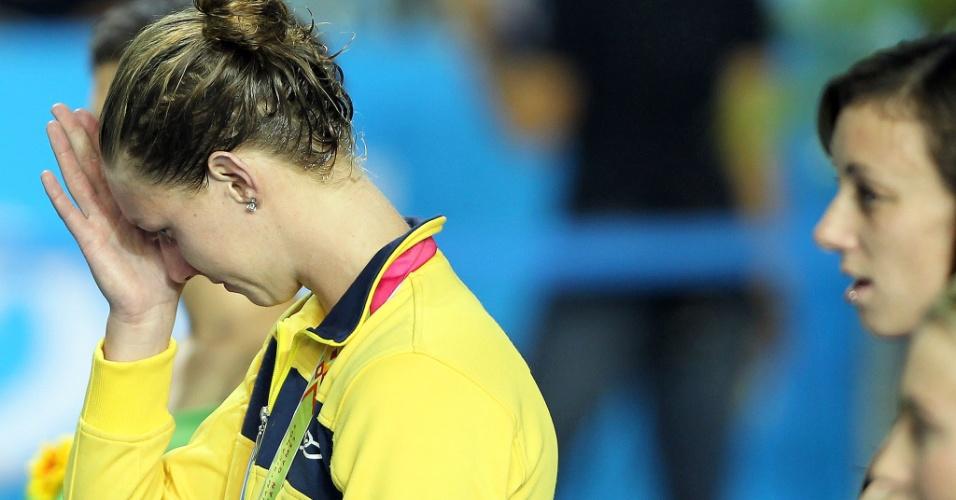 A brasileira Gracielle Hermann se emociona com a prata nos 50 m livre na natação