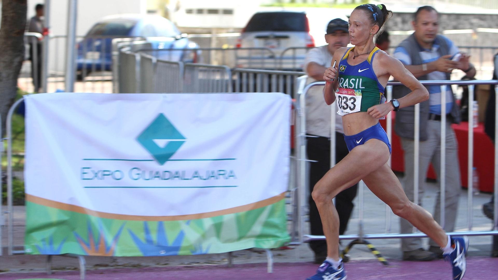 Adriana Aparecida da Silva disputa a maratona feminina do Pan de Guadalajara (23/11/2011)