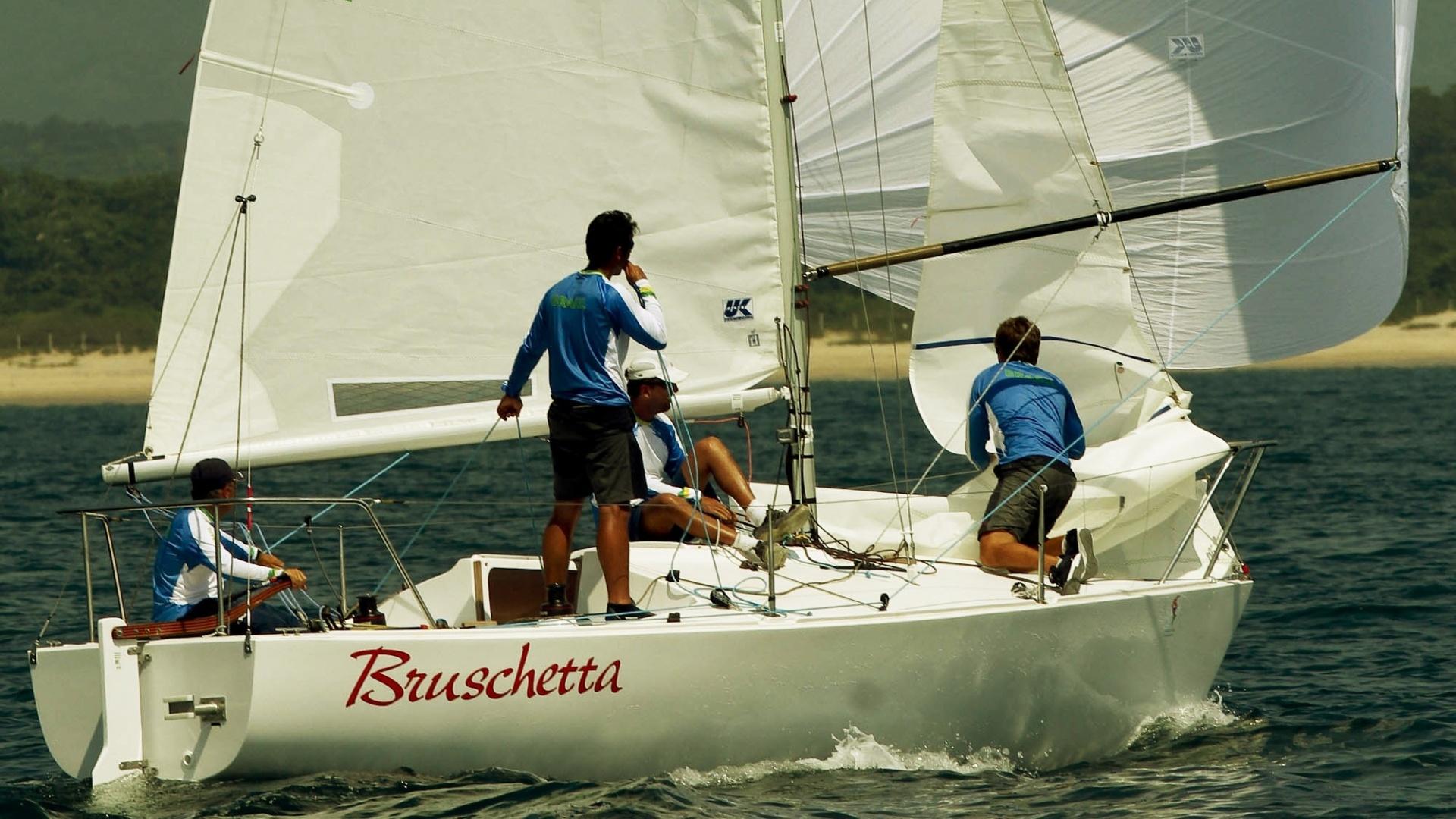 Com Alexandre Saldanha, Guilherme Hamelmann, Mauricio Oliveira e Daniel Santiago, equipe brasileira da classe J24 disputa regata dos Jogos Pan-Americanos em Puerto Vallarta (19/10/2011)