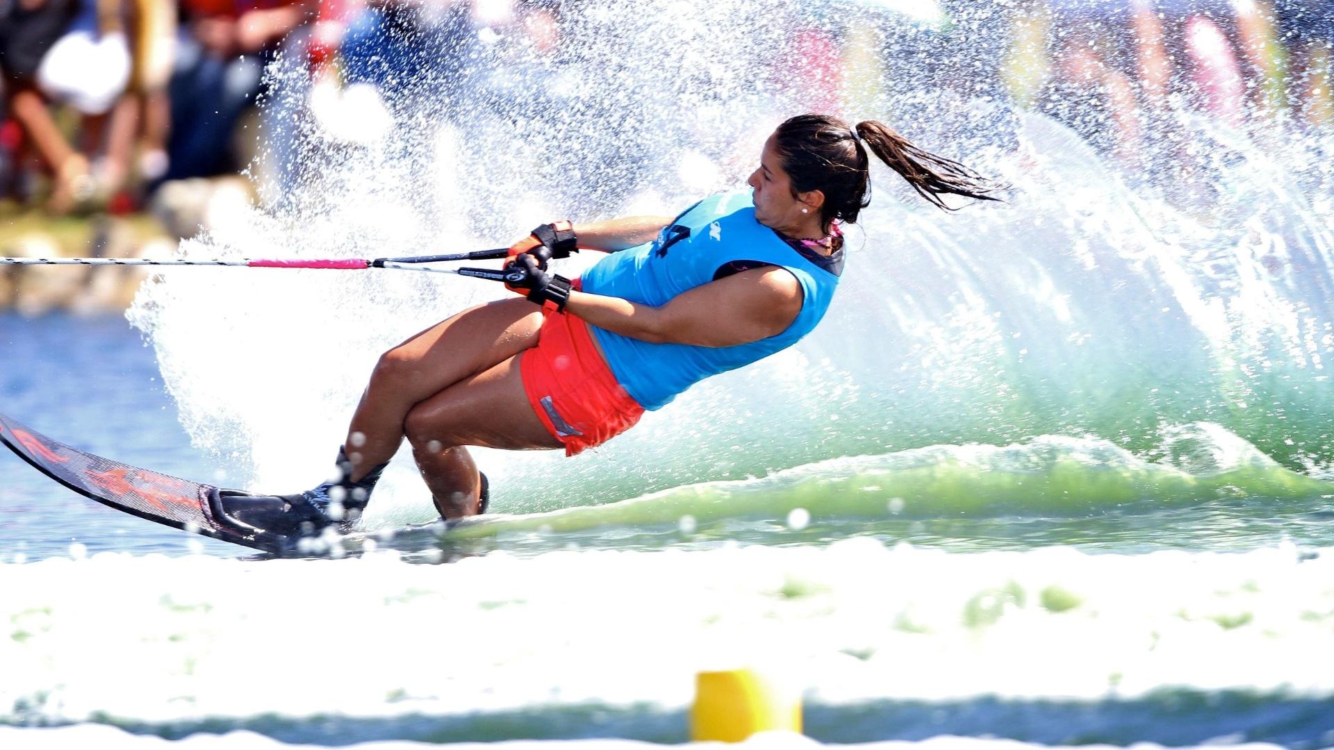 Juliana Negrão marcou 25 pontos no esqui aquático, modalidade slalom, e terminou na 5ª colocação (23/10/2011)