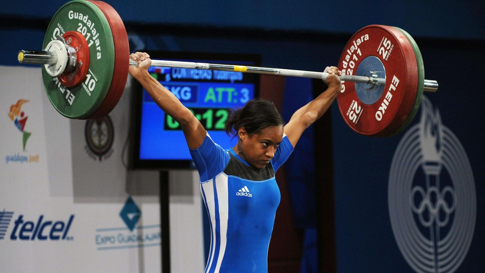 A dominicana Yuderquis Contreras quebrou o recorde Pan-Americano no levantamento de peso, categoria até 53 kg