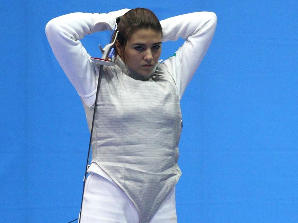 Amanda Simeão venceu apenas um de seus cinco combates na fase de classificação do florete, mas conseguiu avançar às oitavas (24/10/2011)