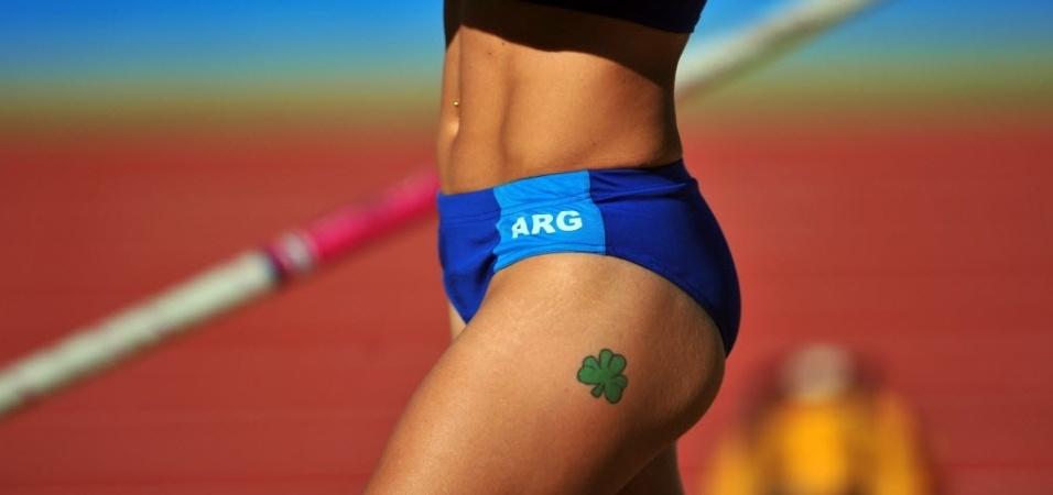 Argentina Alejandra Garcia se prepara para a prova do salto com vara no Pan (24/10/2011)