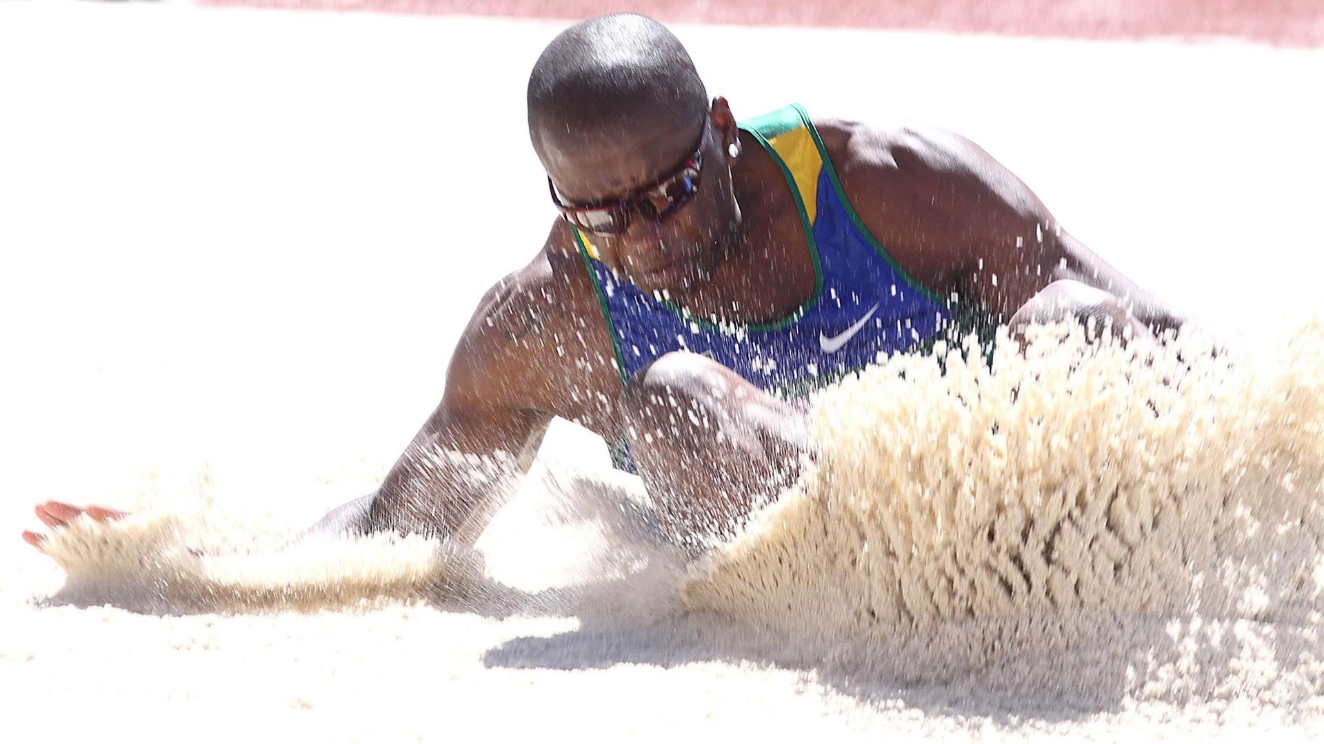 Brasileiro Jefferson Sabino disputa as eliminatórias do salto em distância no Pan de Guadalajara