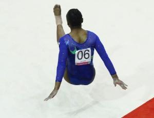 Daiane dos Santos durante sua apresentação no solo; brasileira caiu e pode ter saído do Pan