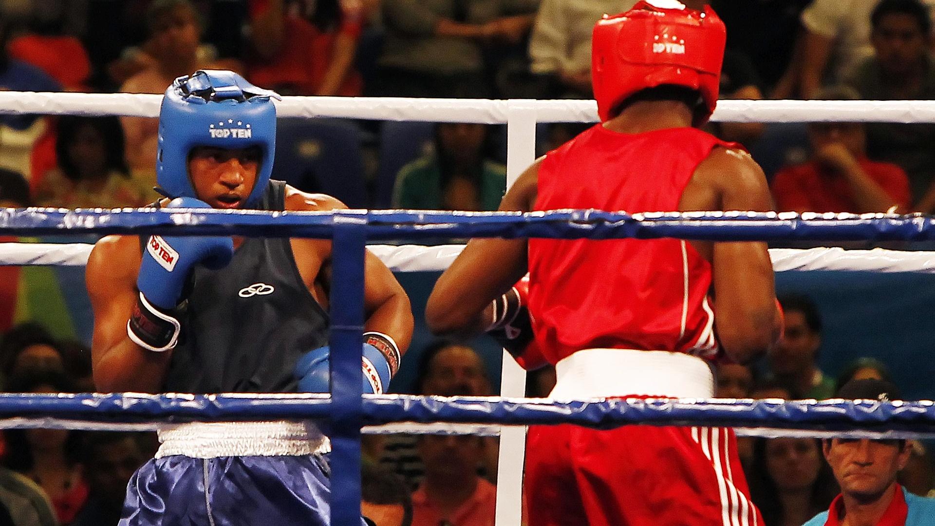 David Lourenço (azul) acabou derrotado por pontos pelo cubano Emilio Correa