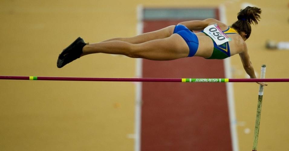 Fabiana Murer salta na tentativa do bicampeonato do salto com vara no Pan (24/10/2011)