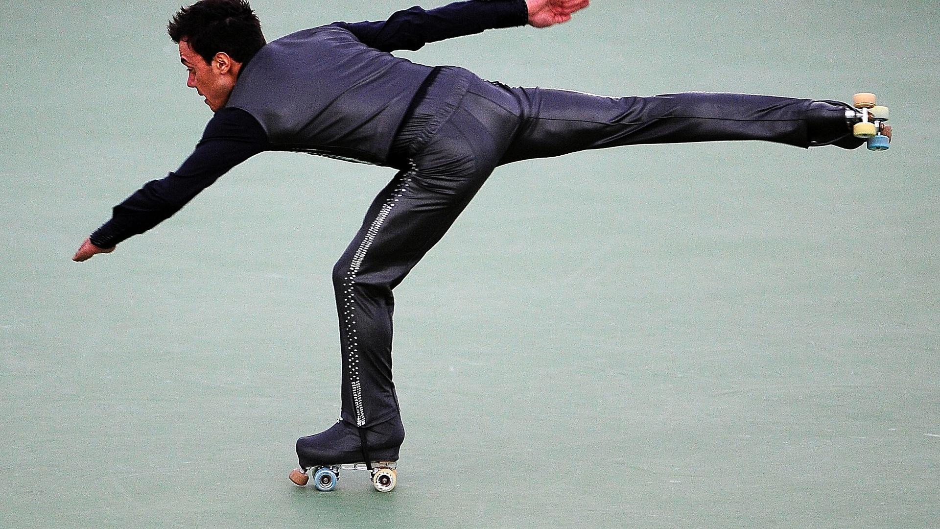 Marcel Stürmer fez apresentação baseada em 007 e conquistou a medalha de ouro na patinação artística