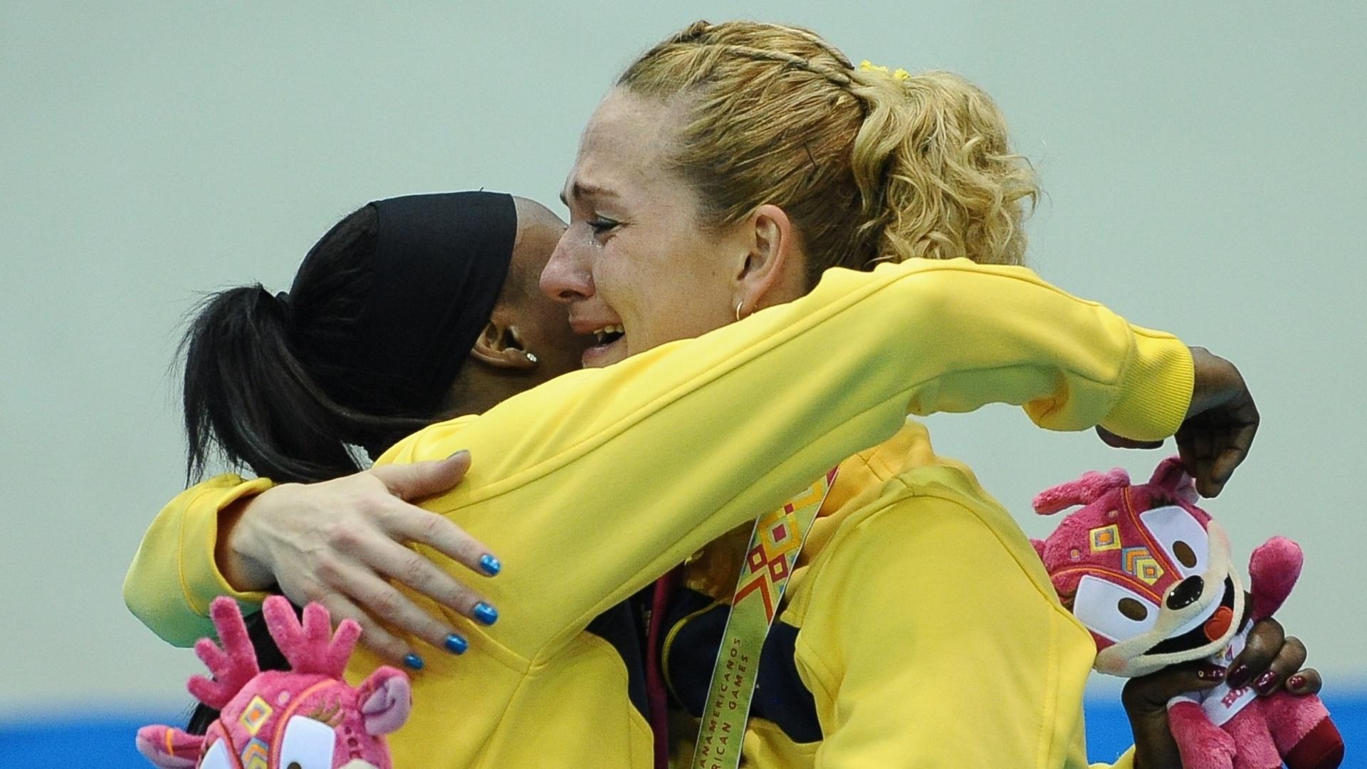 Meninas do handebol festejam o ouro depois da vitória sobre a Argentina na final do Pan