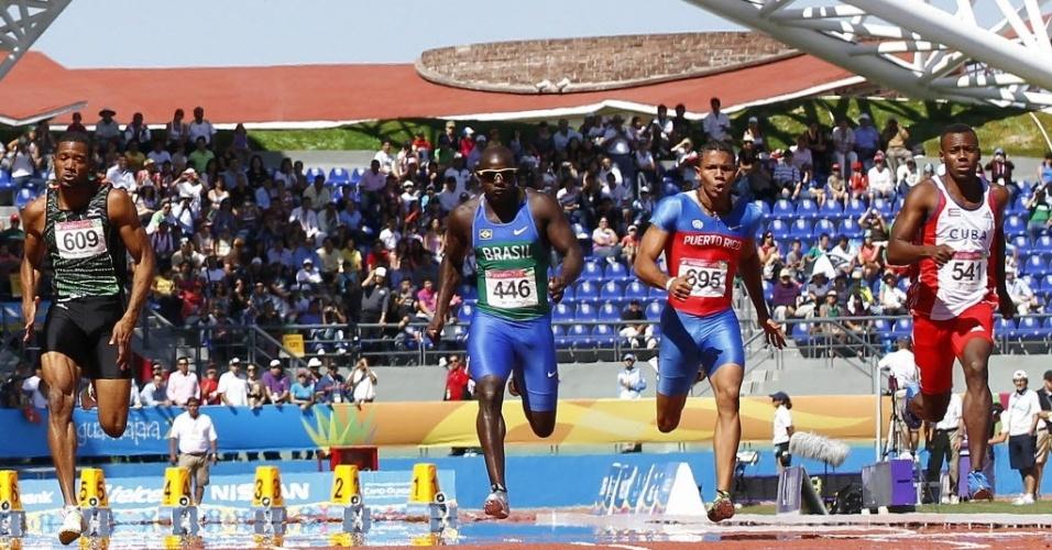 O brasileiro Nilson André (número 446) venceu sua bateria dos 100 m e avançou à semifinal no Pan de Guadalajara, mais tarde ele se classificou para a final (24/10/2011)