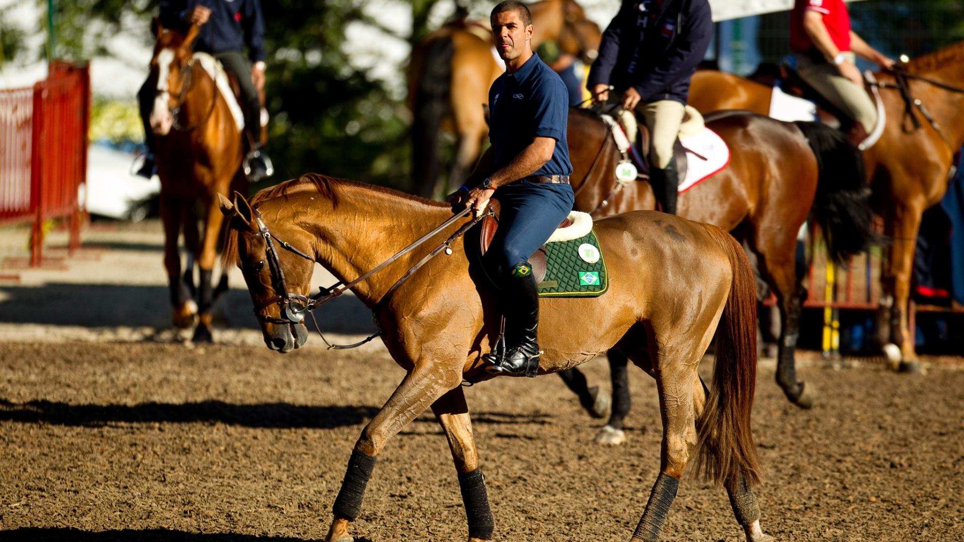 O cavalaeiro brasileiro, Alvaro Afonso de Miranda Neto, o Doda, em treinamento para a prova de saltos em Guadalajara