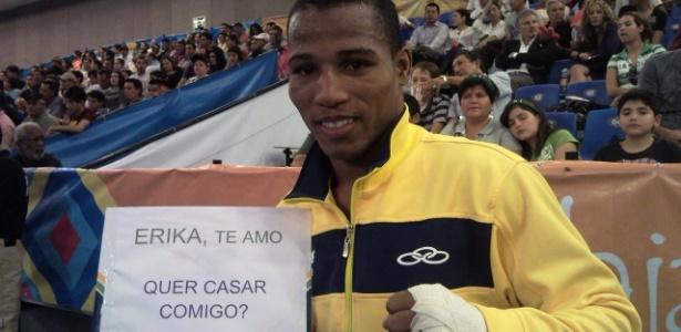 Robson Conceição vence quartas de final do boxe e pede namorada em casamento