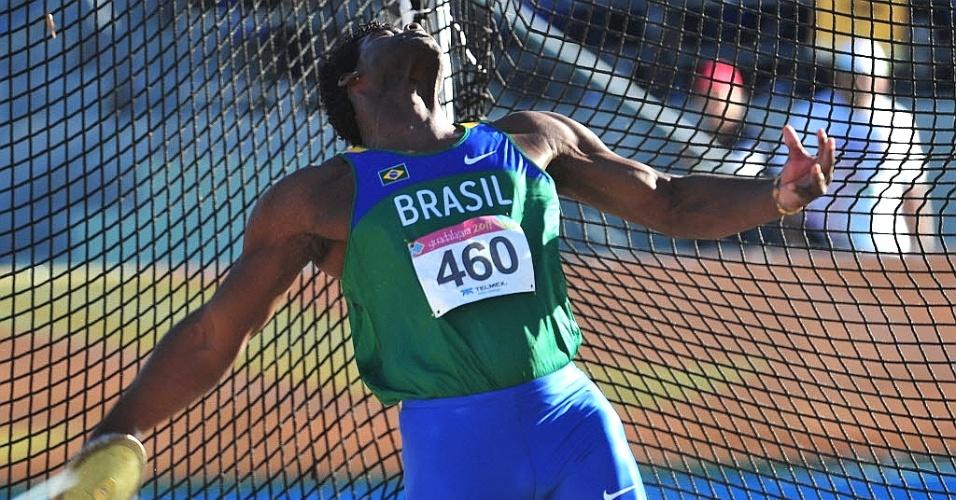 Ronald Julião compete no lançamento do disco, ficando com o bronze - na disputa pela prata, ele perdeu por apenas por 1 cm