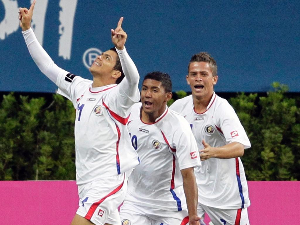 Vega comemora ao marcar para a Costa Rica na partida contra o Brasil no Pan (24/10/11)