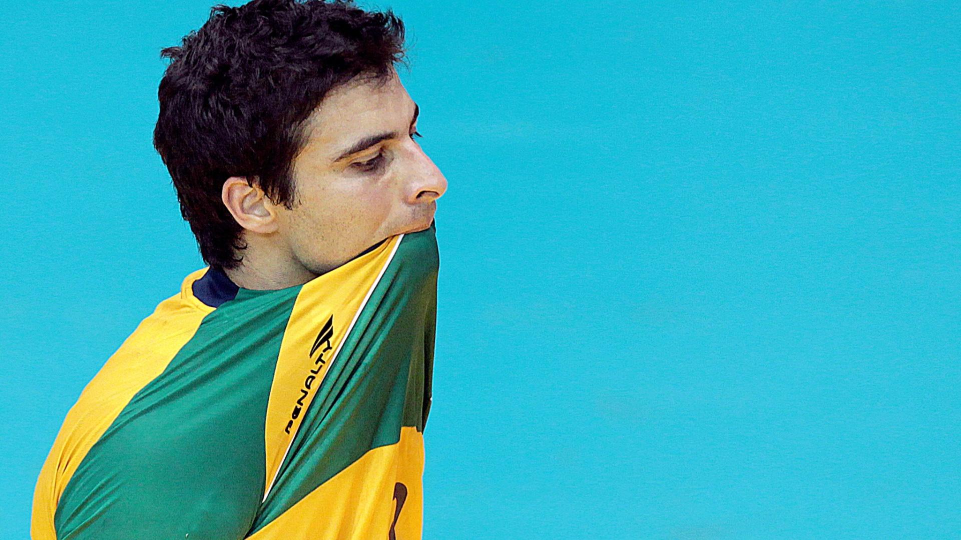 Borges, jogador da seleção brasileira de handebol, lamenta a derrota para a Argentina na final do Pan-Americano (24/10/2011)