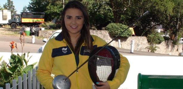 Esgrimista Amanda Simeão usa maquiagem até para competir com a máscara