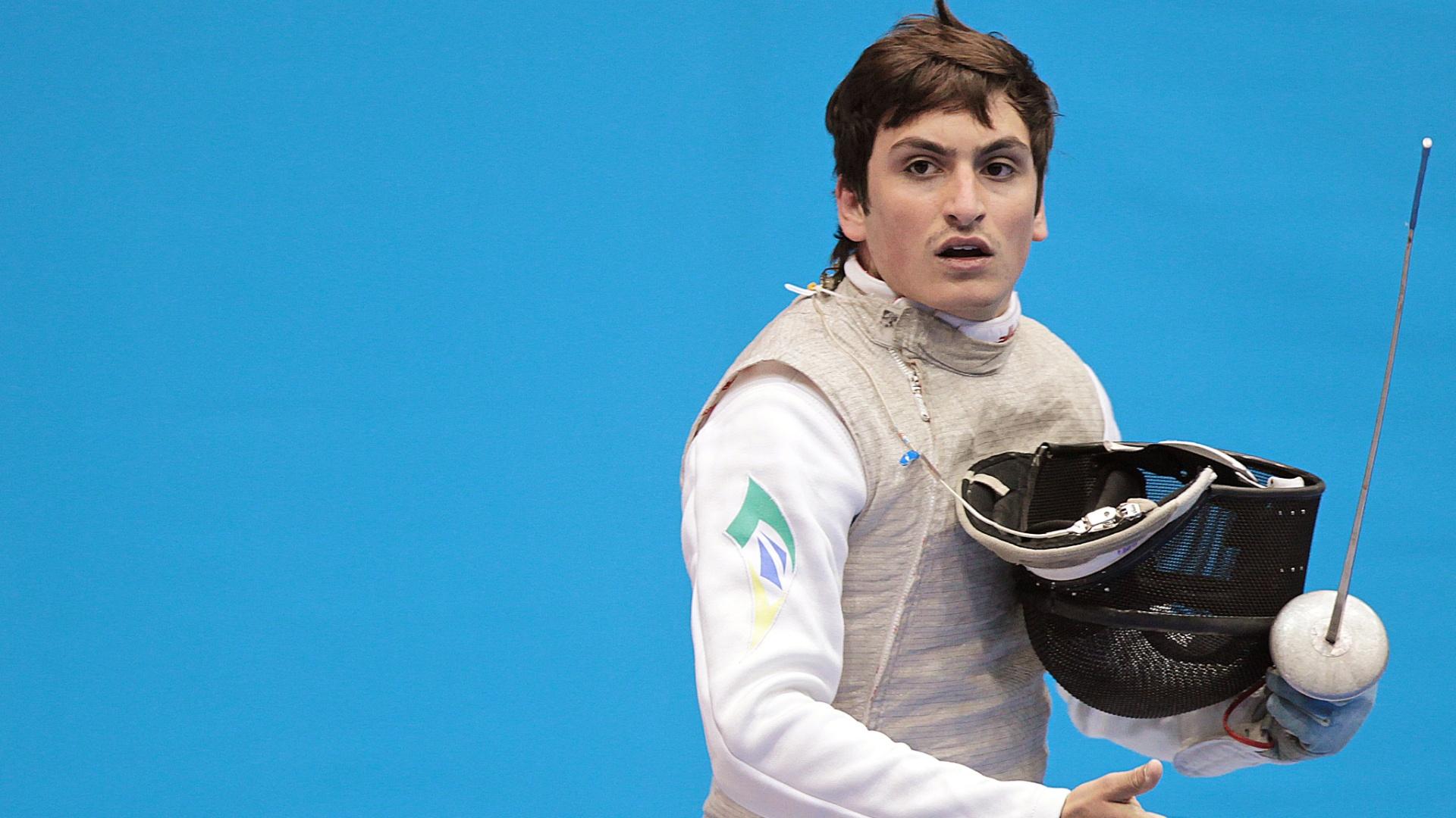 Guilherme Toldo caiu nas semifinais da esgrima, no florete, e ficou com o bronze (25/10/2011)