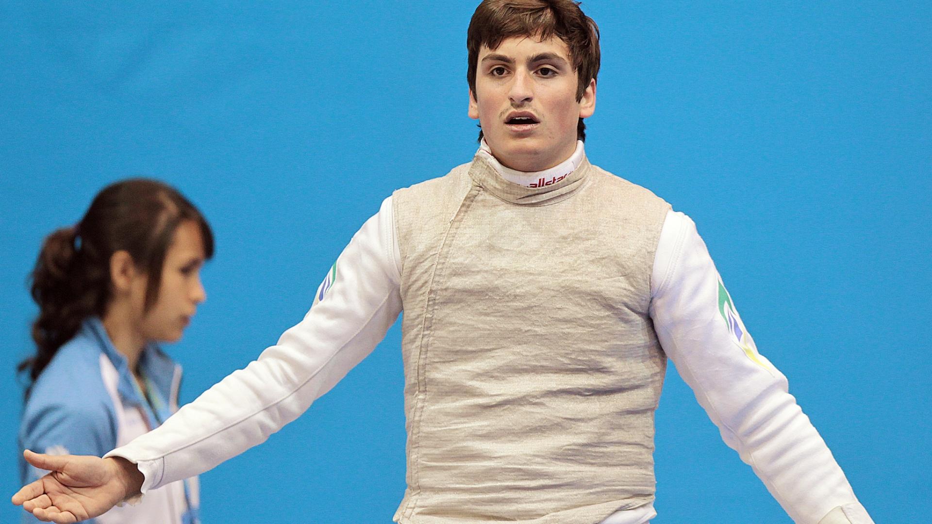 O brasileiro Guilherme Toldo conseguiu a classificação para a semifinal do florete masculino (25/10/2011)