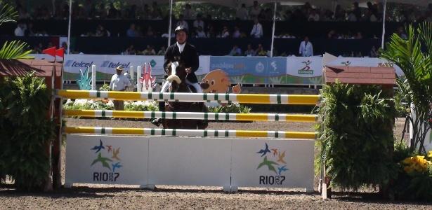 Homenagem ao Rio-2007 no primeiro obstáculo do primeiro dia da prova de saltos