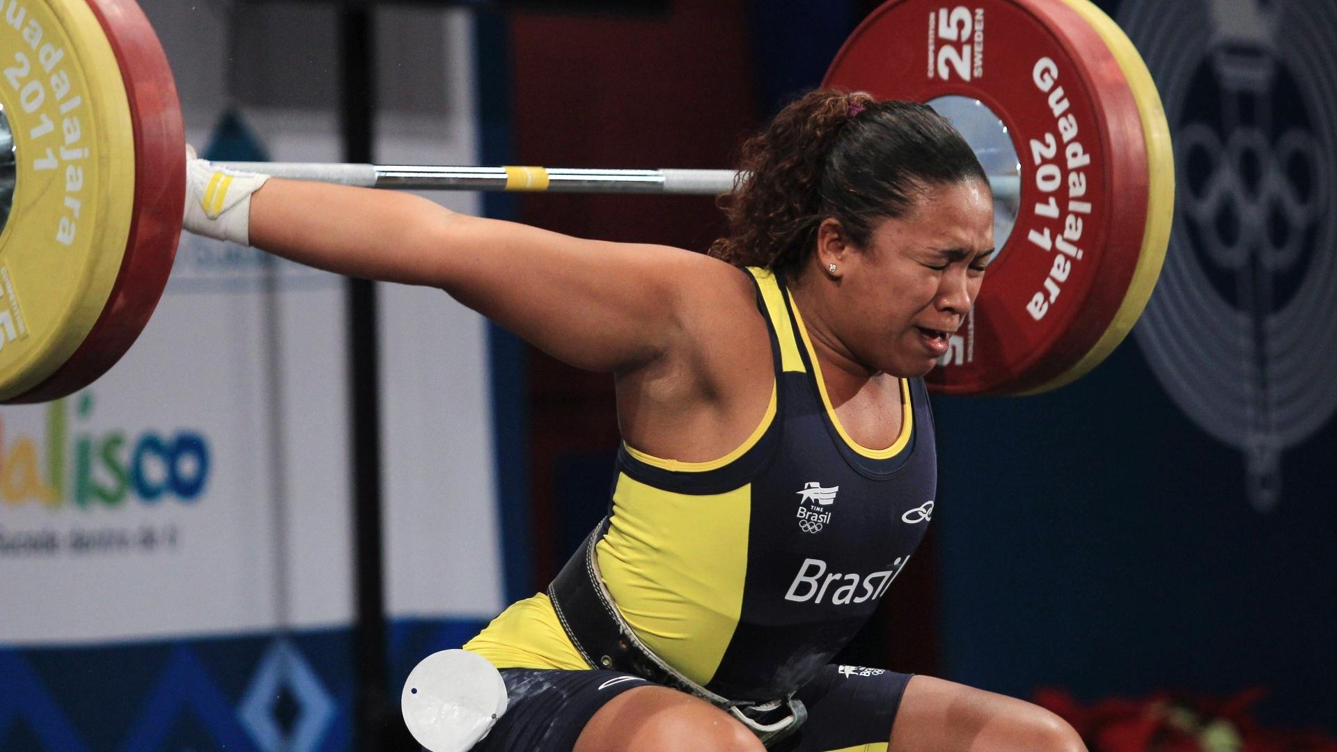 Jaqueline Ferreira falha em todas as tentativas durante o levantamento de peso, categoria até 75 kg