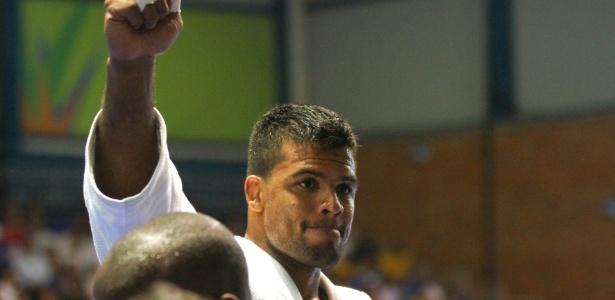 Luciano Correa conquista a medalha de ouro na categoria meio-pesado do judô no Pan