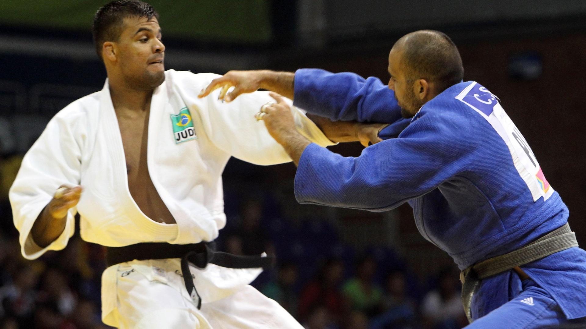 Luciano Correa vence sua primeira luta pelo Pan contra o portorriquenho Carlos Santiago na categoria meio-pesado (26/10/2011)